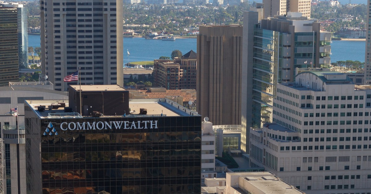 Former Commonwealth Financial Network Broker Is Accused of Stealing $100K From Retiree